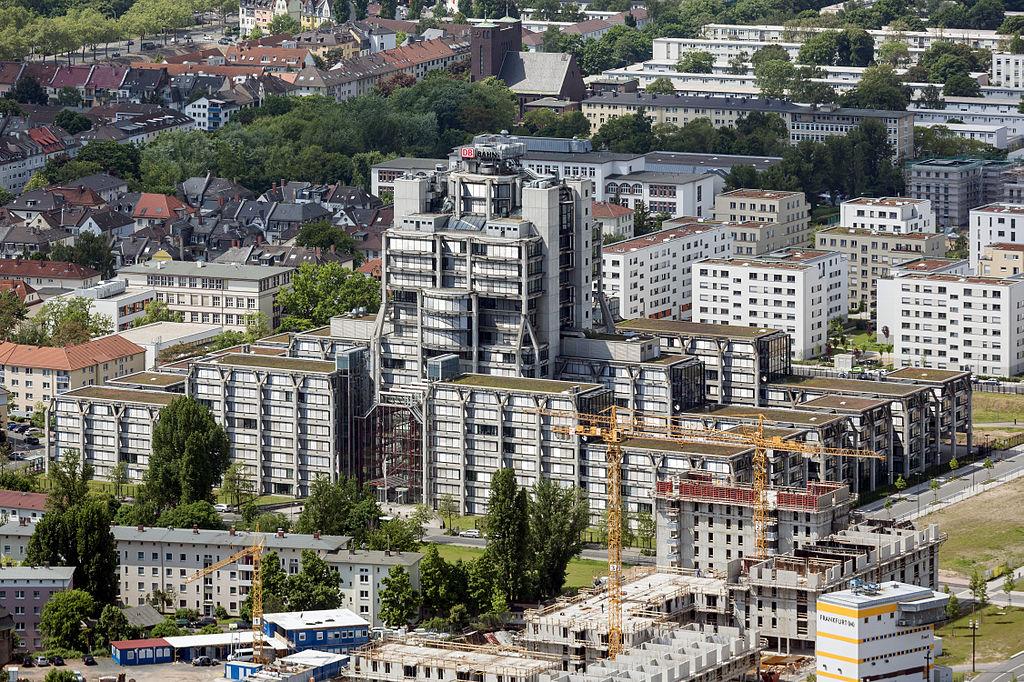 Frankfurt, ehemalige Bahn-Verwaltung (Bild: Mylius, CC BY SA 3.0 oder GFDL, 2013)