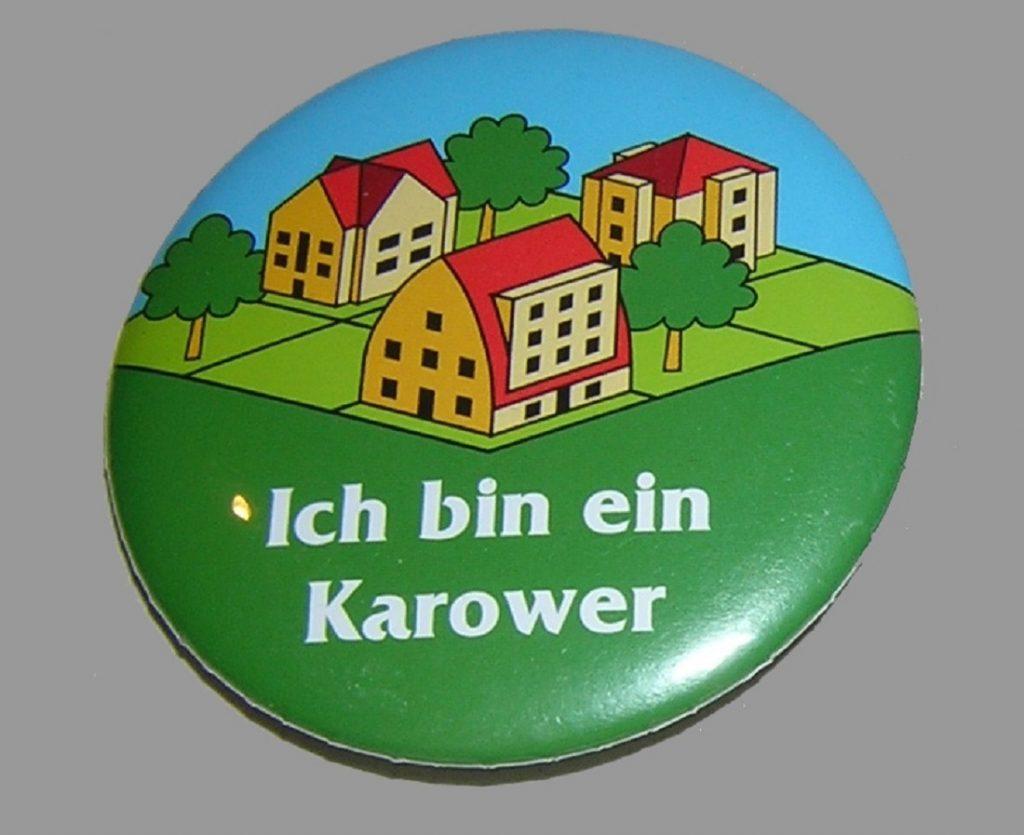 Berlin, Karow Nord, Plakette zur Einweihung eines Bauabschnitts, 1997 (Bild: Museum Pankow, CC BY NC SA 4.0)